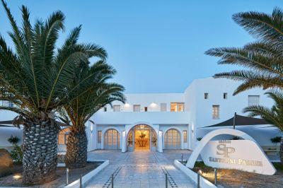 Почивка в Santorini Palace